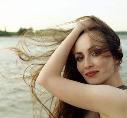 Decolorer les poils d'une femme